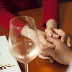 ワイングラスと女性のイメージ