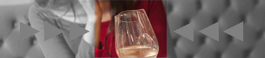 お酒を飲む女性のイメージ